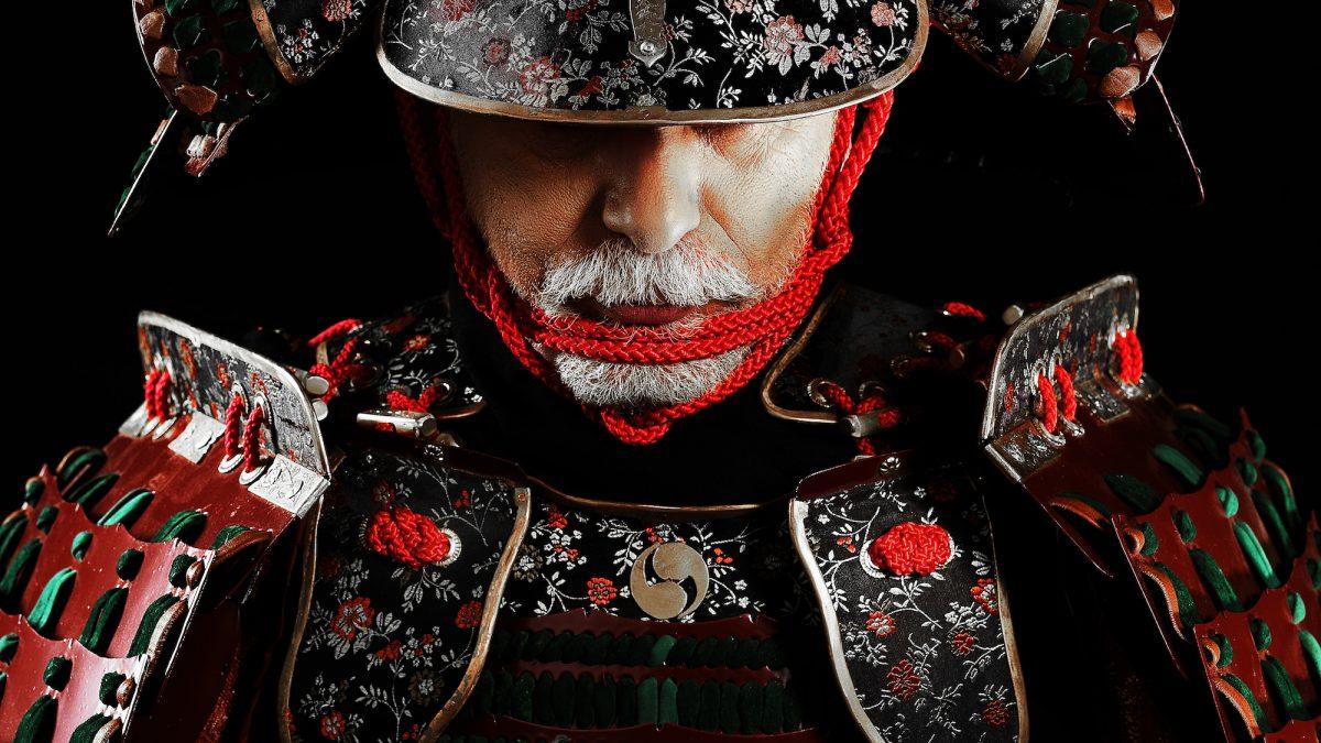 samuraj w ogrodzie japońskim