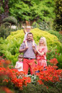 rodzina w ogrodach japońskich